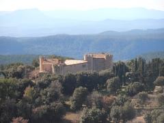 Château de Taurenne - Français:   Var, Château de Taurenne, Aups, route de Tourtour. L'exploitation du domaine oléicole «Château de Taurenne», producteur d'huile d'olive AOC Provence, s'étend sur les communes d'Aups et Tourtour, sur 253 hectares avec plus de 10 000 oliviers.