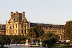 Evêché -  Le palais du Louvre à Paris.