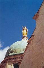 Cathédrale Sainte-Anne - Deutsch: Statue auf der Kuppel der Kathedrale Ste. Anne in Apt