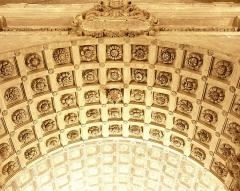 Cathédrale Notre-Dame-des-Doms - Dessous de l'arche et derrière plafond du narthex