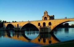 Chapelle et pont Saint-Bénézet - Français:   Chapelle et pont de Saint-Benezet, France.