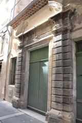 Hôtel Chabrol - Français:   Hôtel Chabrol de Carpentras escalier, rampe d\'appui (inscription)