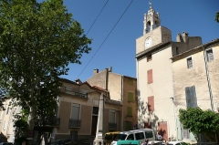 Fontaine - English: clock tower of Cucuron. The fountain is a Monument historique (Vaucluse, France).