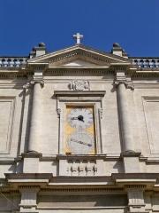 Eglise paroissiale Notre-Dame-des-Anges - Français:   Isle sur la sorgue - horloge de la facade de église ND des Anges
