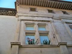 Maison Renaissance - Français:   Maison Renaisance à l\'Isle sur la Sorgue (84): Fenêtre