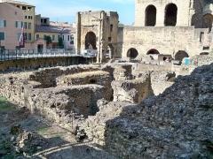 Forum romain autrefois identifié comme Gymnase romain - Français:   Gymnase romain d\'Orange sous sol, mur (Classé Classé)