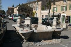 Fontaine du Pélican - Français:   Fontaine de la porte neuve 1775 à Pernes-les-Fontaines