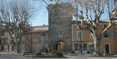 Porte Saint-Gilles - English: entrance gate in the village of Pernes-les-Fontaines, (Vaucluse) France.