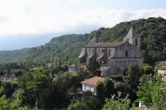 Eglise paroissiale Notre-Dame-de-Pitié - Français:   Eglise romane de Saignon en Luberon dans le département du Vaucluse