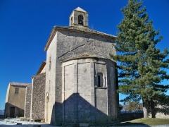 Eglise paroissiale de la Trinité - Français:   Abside de l\'église de Saint Trinit, Vaucluse, France