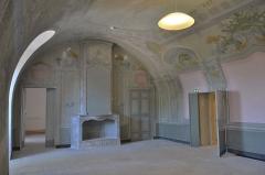 Château de Saumane-de-Vaucluse - Français:   Château de Saumane chapelle, douves, escalier, voûte, salle, salon, élévation, toiture, décor intérieur