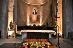 Eglise paroissiale Notre-Dame-de-Nazareth - Français:   autel de l\'Église Notre-Dame-de-Nazareth de Valréas
