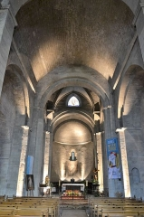 Eglise paroissiale Notre-Dame-de-Nazareth - Français:   nef de l\'Église Notre-Dame-de-Nazareth de Valréas