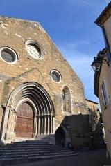 Eglise paroissiale Notre-Dame-de-Nazareth - Français:   façade de l\'Église Notre-Dame-de-Nazareth de Valréas