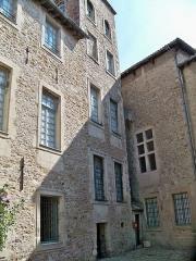 Hôtel de Simiane - cours de l'hotel de Simiane (Valréas)