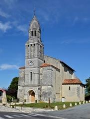 Eglise Saint-Pierre-aux-Liens - Français:   Église Saint-Pierre-aux-Liens, XIIe et XVe siècles, rénovée au XIXe par Paul Abadie (fils). Allemans, Dordogne, France.