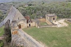 Château de Beynac -  Vue du château de Beynac avec sur la gauche l'église Notre-Dame de l'Assomption.