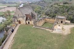 Eglise de Beynac -  Vue du château de Beynac avec sur la gauche l'église Notre-Dame de l'Assomption.