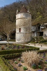 Ancienne abbaye - Français:   Tour ronde ayant appartenu à l\'abbaye Saint-Pierre de Brantôme.