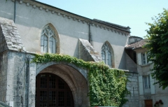 Ancienne abbaye - This building is indexed in the base Mérimée, a database of architectural heritage maintained by the French Ministry of Culture,under the reference PA00082403 .