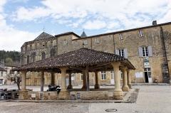 Halle de Cadouin -  La Halle de Cadouin à proximité de l'abbaye du même nom.