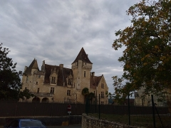 Château des Milandes - This building is indexed in the base Mérimée, a database of architectural heritage maintained by the French Ministry of Culture,under the reference PA00082449 .