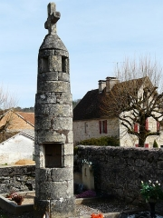 Lanterne des Morts - Français:   Lanterne des morts, cimetière de Cubas, Cherveix-Cubas, Dordogne, France