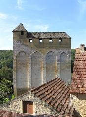 Eglise Saint-Martin de Tayac - Nederlands: Kerk Saint-Martin de Tayac te Les Eyzies-de-Tayac-Sireuil, Dordogne, Aquitaine, Frankrijk. Versterkte romaanse kerk XIIIe eeuw, met machicoulis, wachttoren e.d.