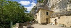 Gisement préhistorique du Pataud - Deutsch: Der Abri Pataud ist eine jungpaläolithische Fundstätte der französischen Gemeinde Les Eyzies-de-Tayac-Sireuil im Département Dordogne.