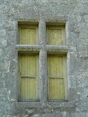 Château de Gageac - Français:   Côté est, fenêtre à meneaux du château de Gageac, Gageac-et-Rouillac, Dordogne, France.