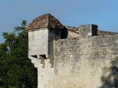 Château de Gageac - Français:   Échauguette à l\'angle sud-est de l\'enceinte du château de Gageac, Gageac-et-Rouillac, Dordogne, France.
