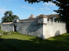 Château de Gageac - Français:   L\'angle sud-est de l\'enceinte du château de Gageac, Gageac-et-Rouillac, Dordogne, France.