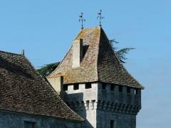 Château de Gageac - Français:   Vue depuis le nord-est, la tour ouest du château de Gageac, Gageac-et-Rouillac, Dordogne, France.