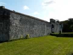Château de Gageac - Français:   Le mur sud de l\'enceinte du château de Gageac, Gageac-et-Rouillac, Dordogne, France.