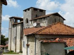 Eglise Saint-Pierre-et-Saint-Paul - L'église Saint-Pierre et Saint-Paul de Grand-Brassac vue depuis le sud-est, Dordogne, France.
