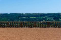 Château - Français:   Une balustrade, cour principale du Château de Hautefort, Dordogne.