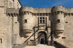 Château - L'entrée du Château de Hautefort, Dordogne.
