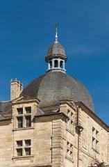 Château - Tour, dome, clocheton et girouette, Château de Hautefort, Dordogne.