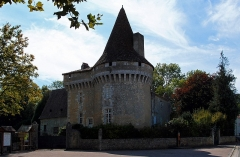 Château de Javerlhac - This building is inscrit au titre des monuments historiques de la France. It is indexed in the base Mérimée, a database of architectural heritage maintained by the French Ministry of Culture,under the reference PA00082586 .