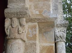 Eglise de la Chapelle-Saint-Robert - Français:   Détail du portail de l\'église de la Chapelle Saint-Robert, Javerlhac-et-la-Chapelle-Saint-Robert, Dordogne, France