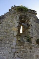 Ruines de l'ancienne chapelle de Fontroubade, appelée église Notre-Dame puis Sainte-Radegonde - Français:   Ruines de l\'ancienne chapelle du lieu-dit Fontroubade, commune de Lussas et Nontronneau, Dordogne, France.