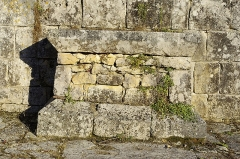 Ruines de l'ancienne chapelle de Fontroubade, appelée église Notre-Dame puis Sainte-Radegonde - Français:   L\'autel de l\'ancienne chapelle du lieu-dit Fontroubade, commune de Lussas et Nontronneau, Dordogne, France.