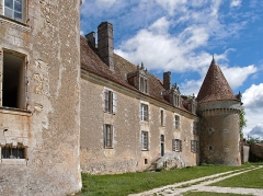 Château de Beauvais - This building is inscrit au titre des monuments historiques de la France. It is indexed in the base Mérimée, a database of architectural heritage maintained by the French Ministry of Culture,under the reference PA00082624 .
