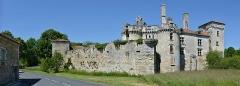 Château de Mareuil - Français:   Le château de la baronnie Talleyrand (XIVe et XVe siècles), vu de l\'est, Mareuil, Dordogne, France.