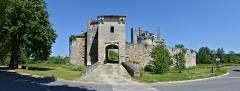 Château de Mareuil - Français:   Entrée du château de la baronnie Talleyrand (XIVe et XVe siècles) de Mareuil, Dordogne, France.