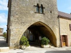 Maison à arcades du 14e siècle - Français:   Le côté sud de la maison du Bayle, Molières, Dordogne, France.