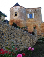 Château de Montferrand - This building is indexed in the Base Mérimée, a database of architectural heritage maintained by the French Ministry of Culture,under the reference PA00082688 .