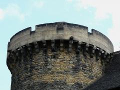 Château de Coulonges - Français:   Le sommet de la tour orientale du château de Coulonges, Montignac, Dordogne, France.