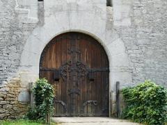 Château de Coulonges - Français:   Portail du côté nord-est du château de Coulonges, Montignac, Dordogne, France.
