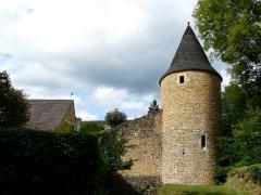 Château de Coulonges - Français:   La tour sud du château de Coulonges, Montignac, Dordogne, France.